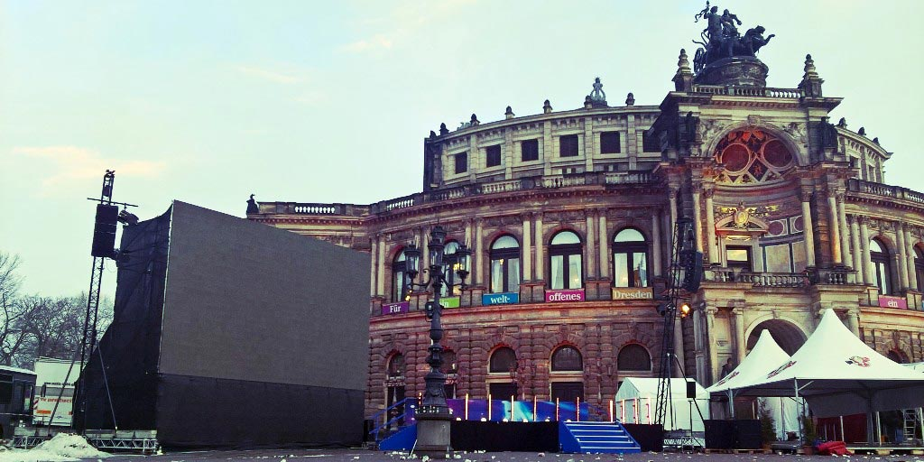 LED-Wand-outdoor-semperoper-logando